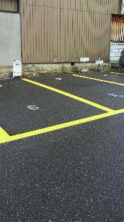 駐車場線引き工事終了